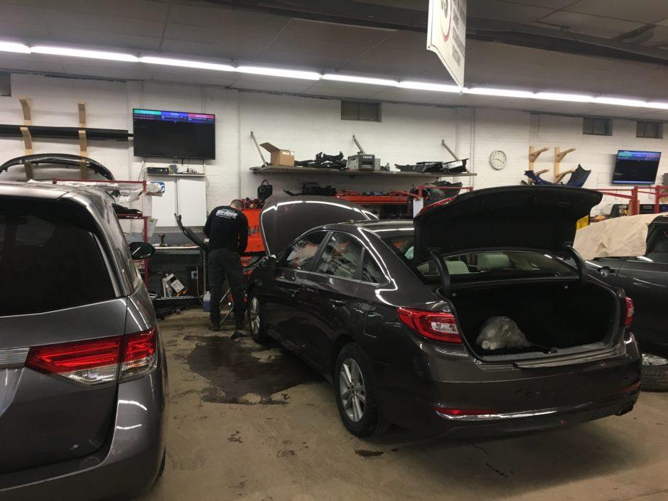 A Nu-Look Collision technician is working on a Hyundai Sonata.