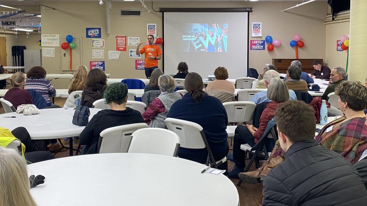 An employee of Elizabeth Warren's campaign trains volunteers in Syracuse. The Syracuse Barnstorm is the presidential hopeful's first step in organizing campaign efforts in Central New York.