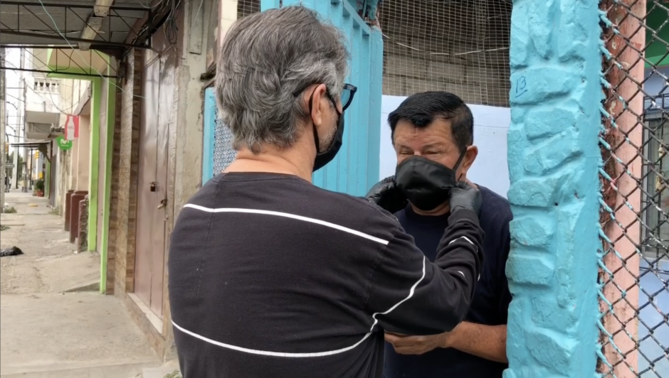 Wilson López delivers face masks to those who might have no access to them.