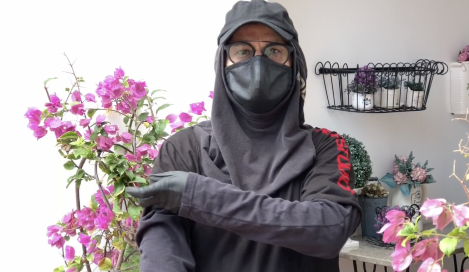 In this tutorial Wilson and Adela teach us how to make a protector hoodie, that way your full body is protected from the virus when going outside.