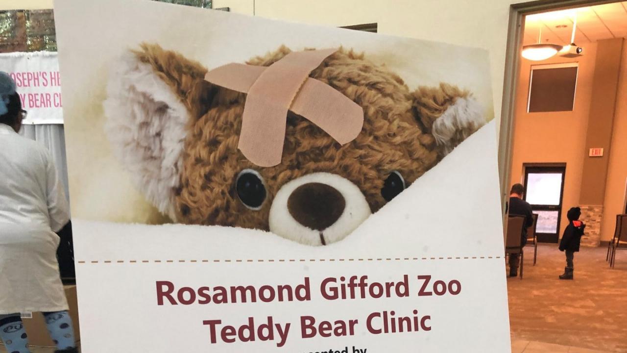 Teddy Bear Clinic sign at the Rosamond Gifford Zoo.